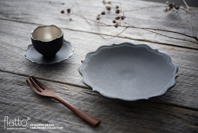 木下和美:黒釉輪花ケーキ皿と輪花カップ&ソーサー