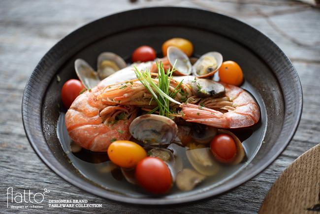 魚介のコンソメスープ/器:トキノハ