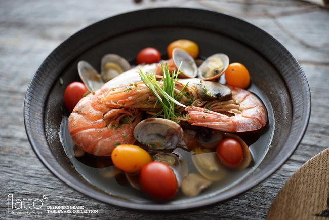 トキノハ6寸鉢(黒)と魚介のスープ