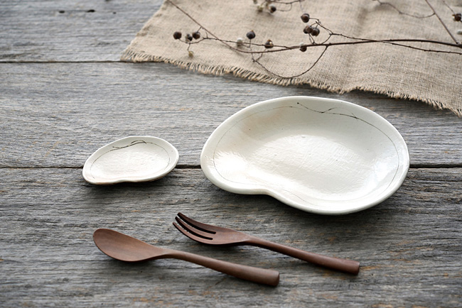 古谷浩一さんの豆の形の変形皿
