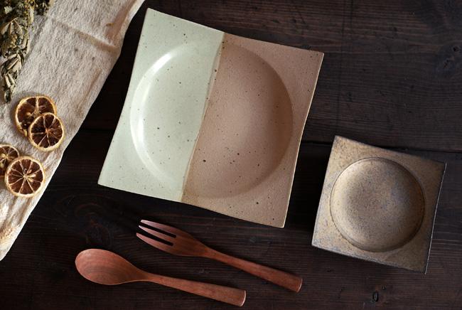 水野幸一さんの新作のツートン角皿