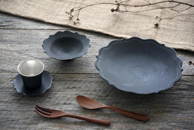 木下和美さんの輪花の器とカップ&ソーサー