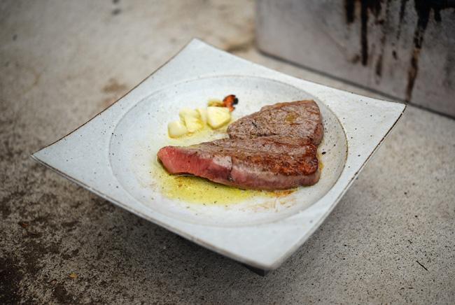 水野幸一さんの耐熱のうつわでステーキ