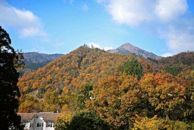 flattoのベランダから見る比良山系の堂満岳