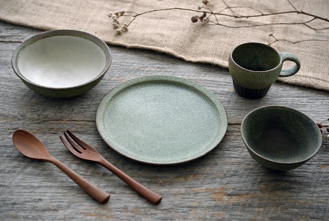 福井亜紀さんの緑砂シリーズの和食器