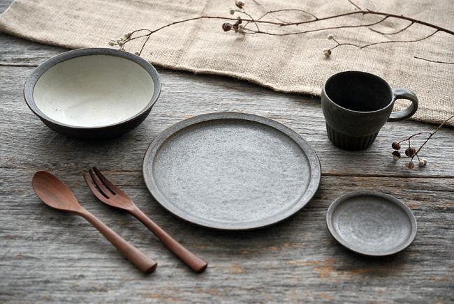 福井亜紀さんの灰砂シリーズの和食器